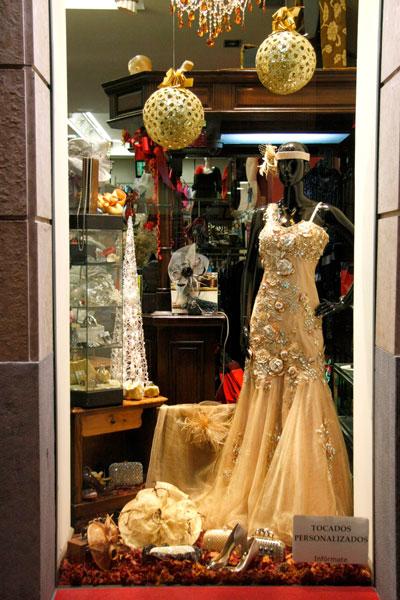 7 Rosas - Moda Mujer - Concurso de escaparates - LNE.es 64fb9614dc0
