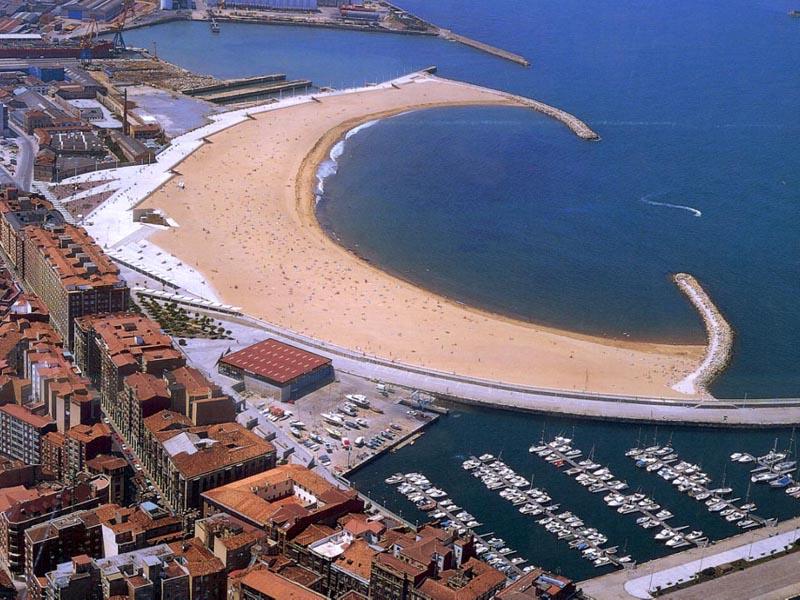 Playa de poniente gij n playas asturianas - Fotos del sporting de gijon ...