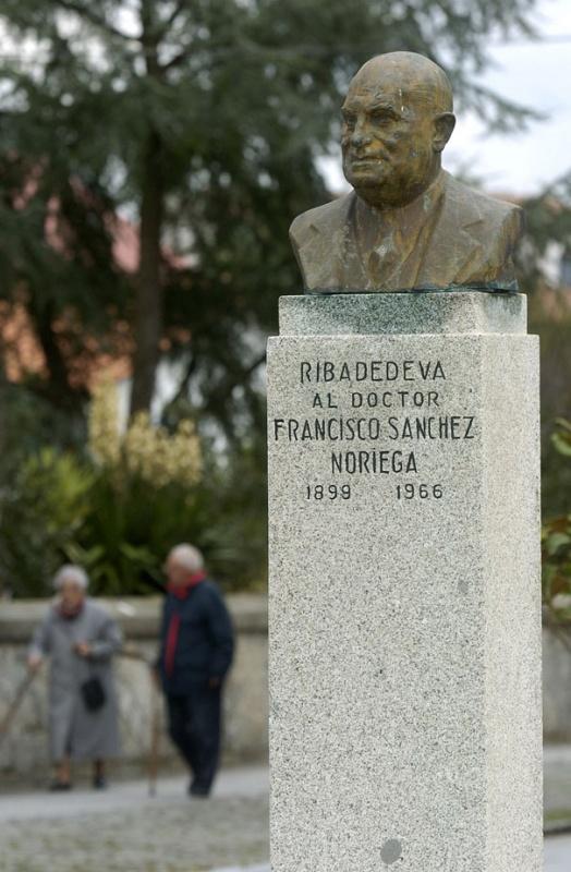 Estatua del Doctor Francisco Sánchez Noriega